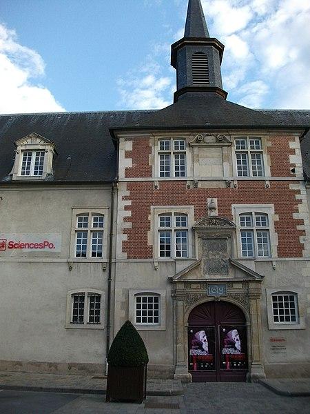 Photo du Monument Historique Ancien collège des Jésuites, actuellement Hospice général Museux situé à Reims