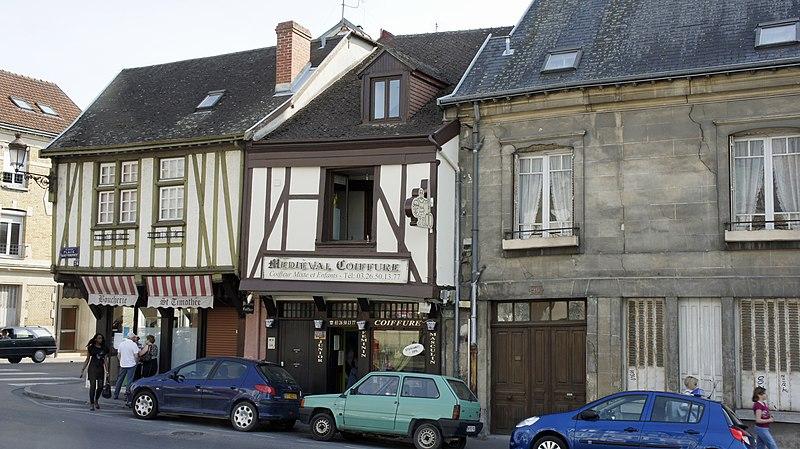 Photo du Monument Historique Maison à pans de bois situé à Reims