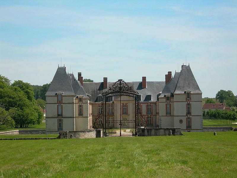 Photo du Monument Historique Domaine du château situé à Réveillon