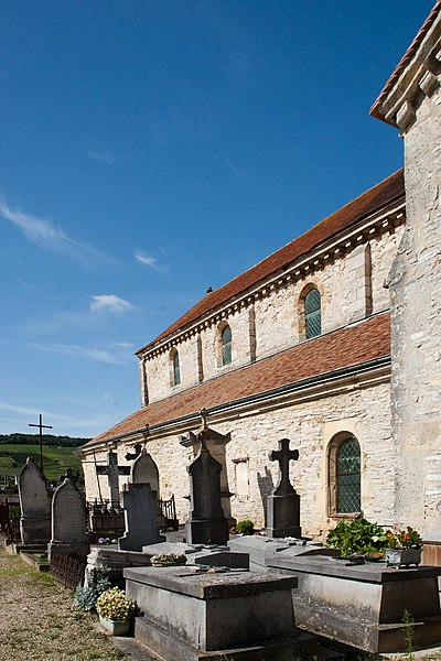 Photo du Monument Historique Cimetière entourant l'église situé à Sacy