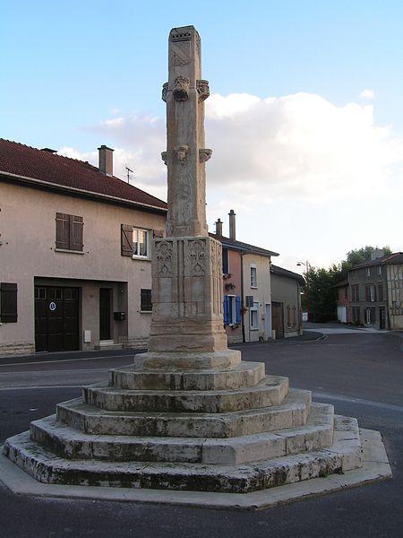 Photo du Monument Historique Calvaire (restes) situé à Vitry-en-Perthois