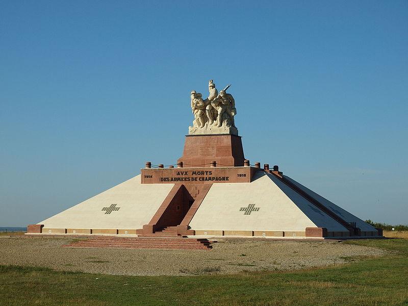 Photo du Monument Historique Monument aux morts des Armées de Champagne et ossuaire de Navarin situé à Sainte-Marie-à-Py