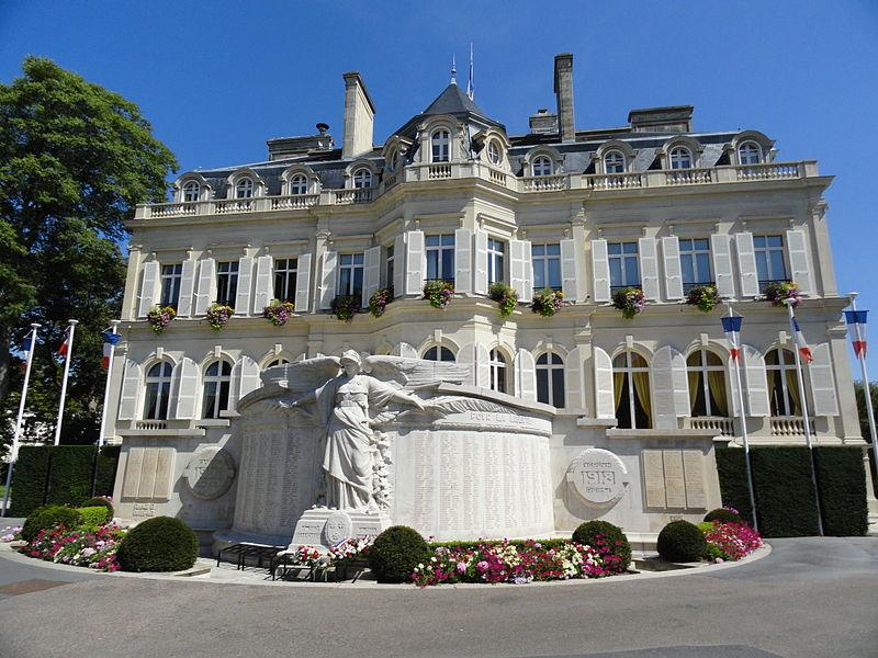 Photo du Monument Historique Hôtel de Ville, ancien hôtel Auban-Moët situé à Epernay