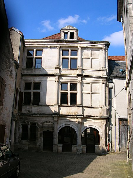Photo du Monument Historique Maison du 16s derrière l'Hôtel de ville, près de la rue du Moulin situé à Arc-en-Barrois