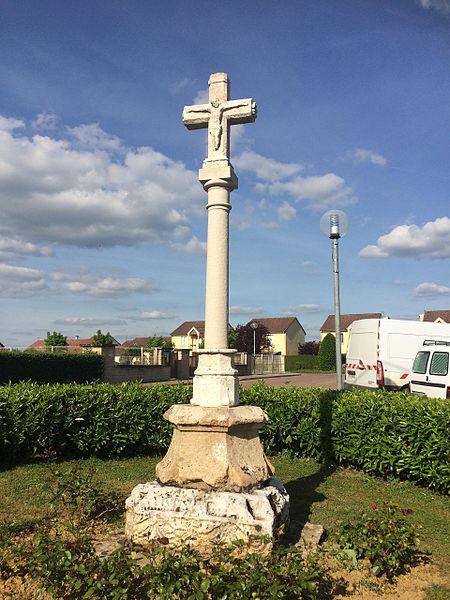 Photo du Monument Historique Croix du 14s située route de Langres à la sortie du village situé à Champigny-lès-Langres