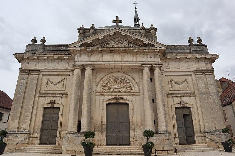 Photo du Monument Historique Eglise situé à Châteauvillain