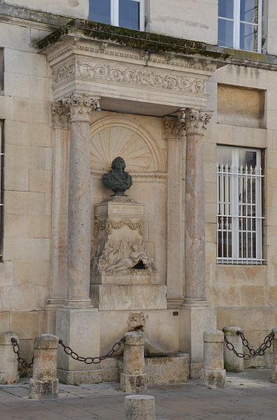 Photo du Monument Historique Fontaine Bouchardon situé à Chaumont