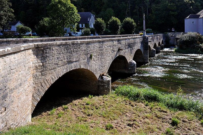 Photo du Monument Historique Pont enjambant la Marne situé à Condes