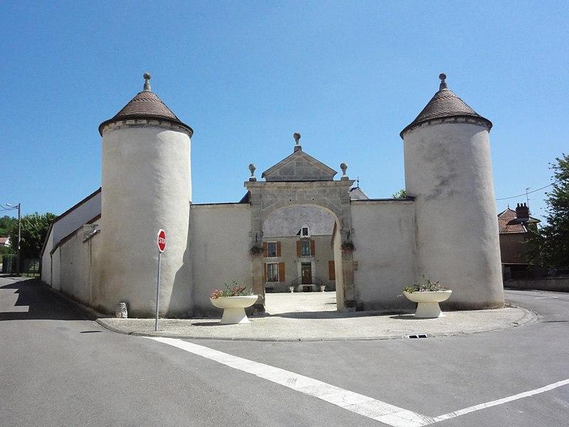 Photo du Monument Historique Propriété dite Maison de Montrol situé à Doulaincourt-Saucourt