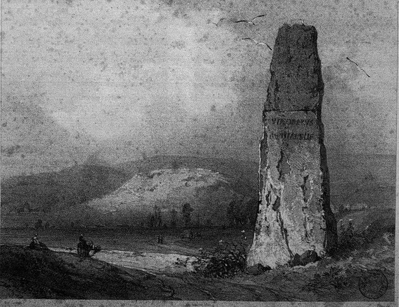 Photo du Monument Historique Menhir dit de la Haute-Borne, situé sur la montagne du Châtelet situé à Fontaines-sur-Marne