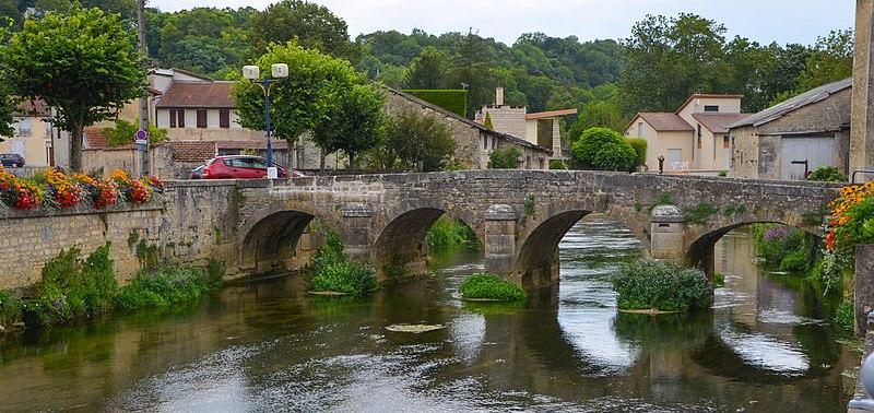 Photo du Monument Historique Pont dit le Poncelot situé à Joinville
