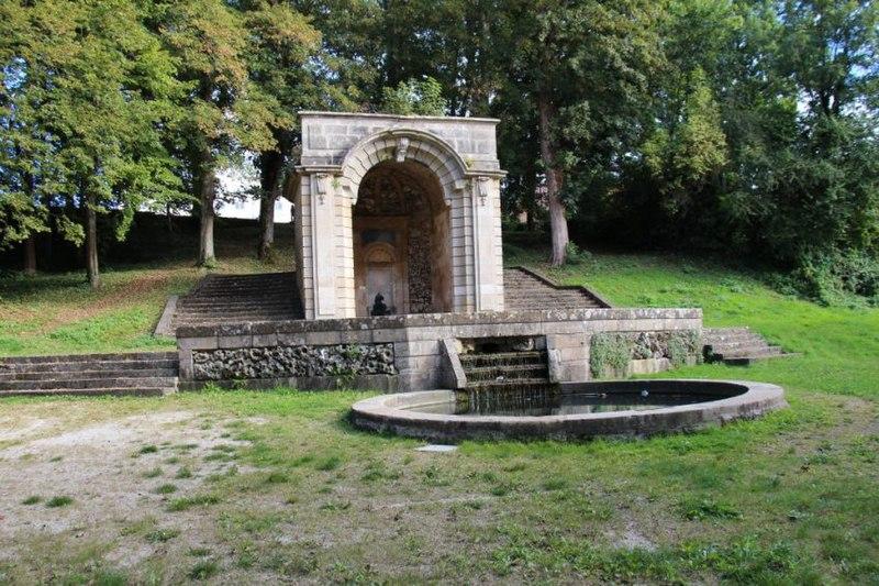 """Photo du Monument Historique Fontaine dite """"de la Grenouille"""" situé à Langres"""