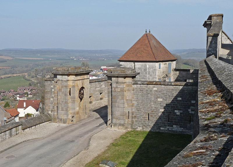 Photo du Monument Historique Porte des anciens remparts dite Porte de l'Hôtel de Ville situé à Langres