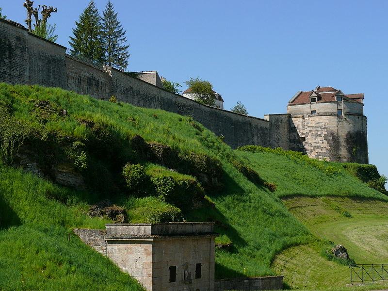 Photo du Monument Historique Remparts situé à Langres