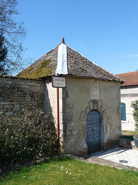 Photo du Monument Historique Château situé à Poissons