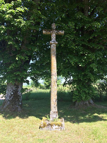 Photo du Monument Historique Croix du 16s située à l'angle des routes conduisant à Dampierre et à Changey situé à Rolampont