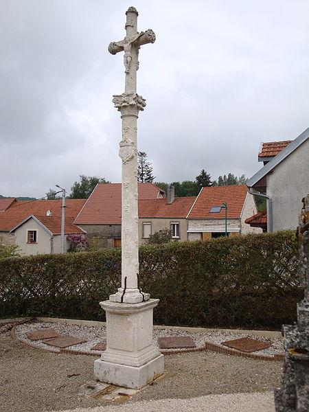 Photo du Monument Historique Croix Renaissance dans le cimetière situé à Verseilles-le-Bas