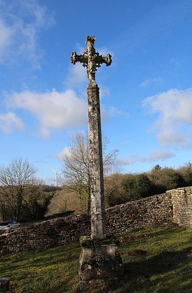 Photo du Monument Historique Croix du 15s située dans le cimetière situé à Verseilles-le-Haut