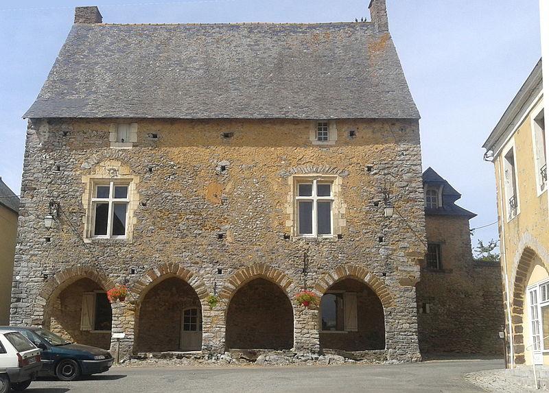 Photo du Monument Historique Maison dite maison du Porche situé à Chémeré-le-Roi