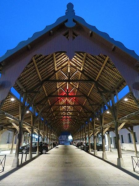 Photo du Monument Historique Halles situé à Craon