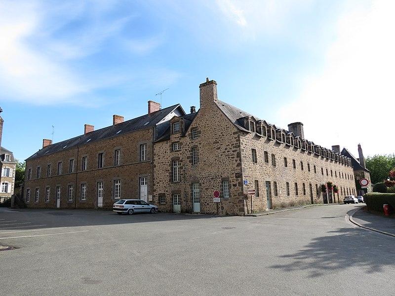 Photo du Monument Historique Couvent des Benédictines situé à Lassay-les-Châteaux