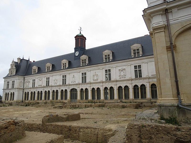 Photo du Monument Historique Château Neuf, actuellement Palais de Justice de Laval situé à Laval