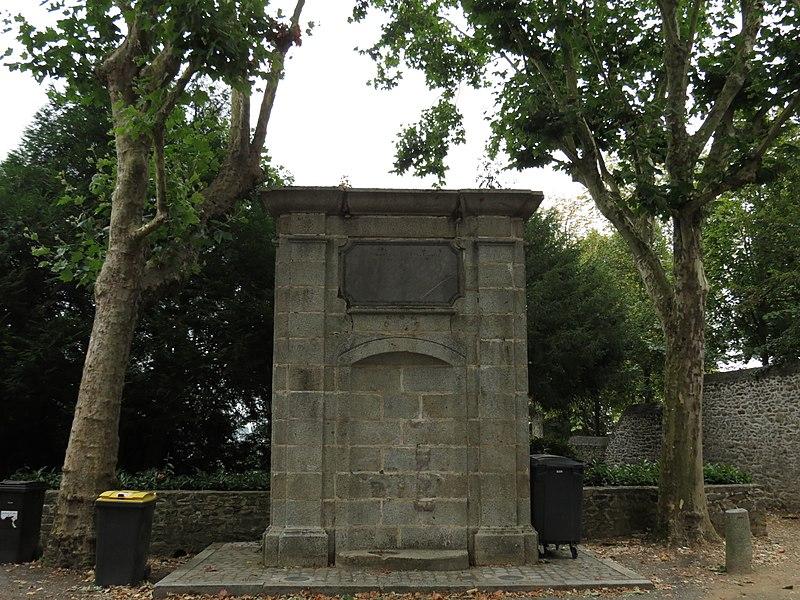 Photo du Monument Historique Fontaine situé à Laval