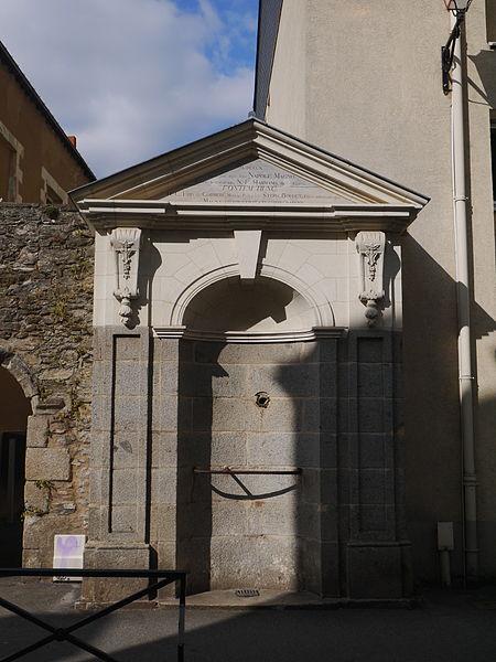 Photo du Monument Historique Fontaine Saint-Martin situé à Laval