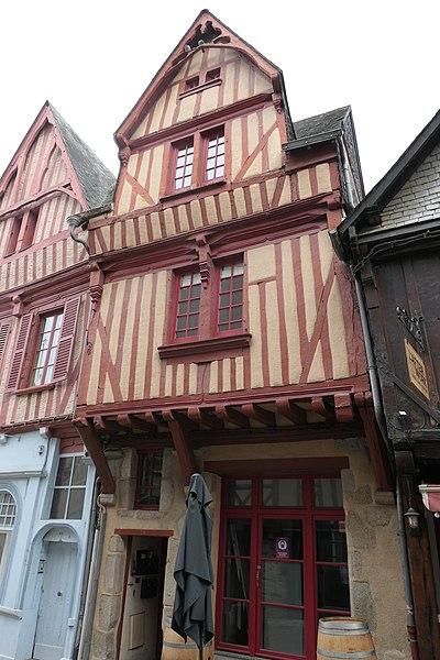 Photo du Monument Historique Deux maisons du 16e siècle sises des deux côtés de la Grande-Rue situé à Laval