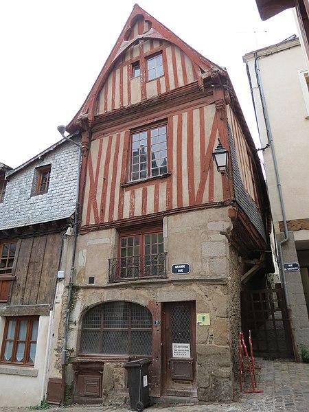 Photo du Monument Historique Maison du 16e siècle, dite Maison des Maires situé à Laval