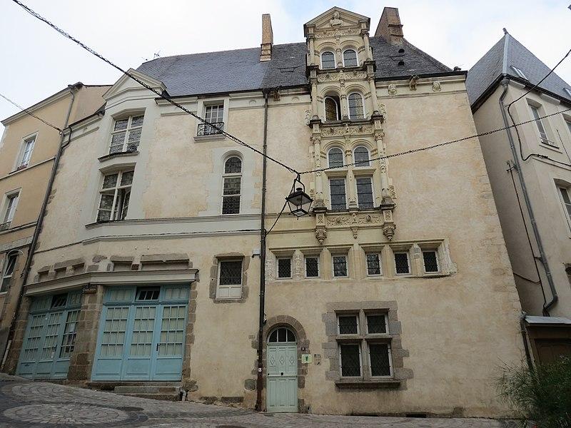 Photo du Monument Historique Maison Renaissance dite du Grand-Veneur situé à Laval