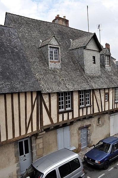 Photo du Monument Historique Maison du 17e siècle près du presbytère Saint-Vénérand situé à Laval