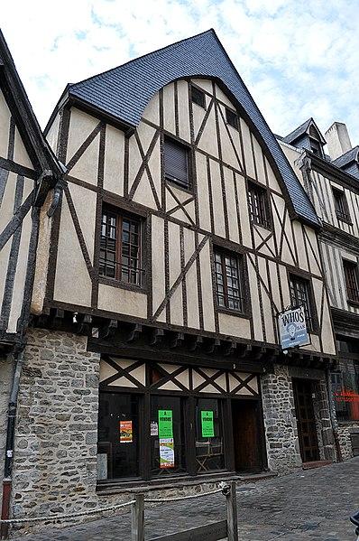 Photo du Monument Historique Maison dite de Clermont situé à Laval