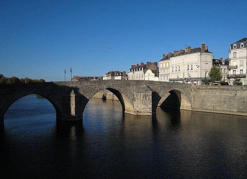 Photo du Monument Historique Vieux pont sur la Mayenne situé à Laval