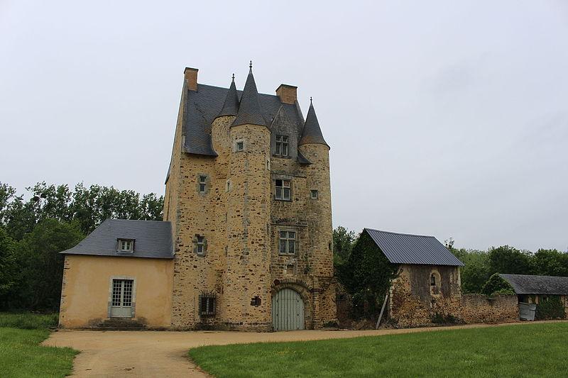 Photo du Monument Historique Maison-forte de l'Epronnière situé à Livré