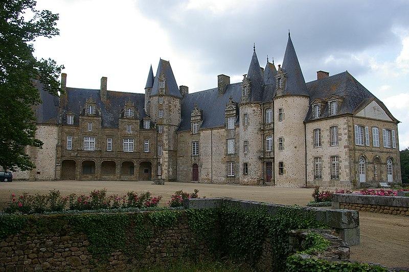 Photo du Monument Historique Château du Rocher situé à Mézangers