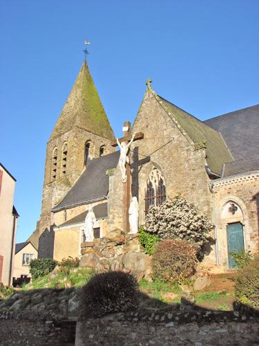 Photo du Monument Historique Eglise Saint-Pierre situé à Parné-sur-Roc