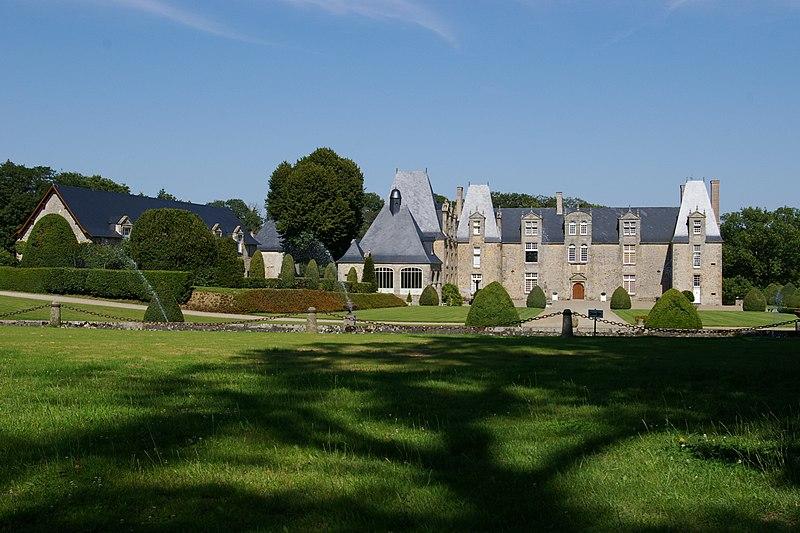 Photo du Monument Historique Château de la Roche-Pichemer situé à Saint-Ouën-des-Vallons