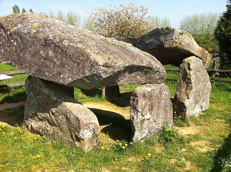 Photo du Monument Historique Dolmen dit des Erves situé à Sainte-Suzanne