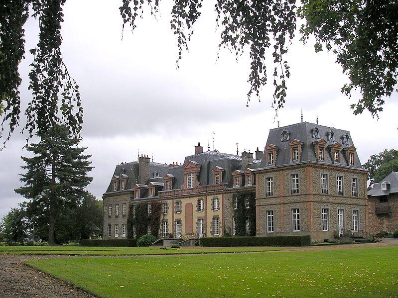 Photo du Monument Historique Château de Chantepie situé à Thuboeuf