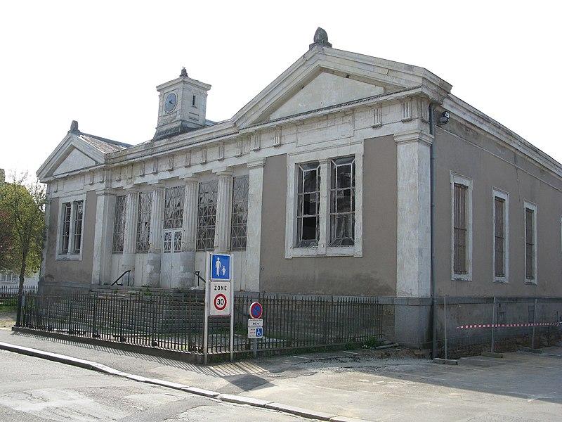 Photo du Monument Historique Palais de Justice situé à Mayenne
