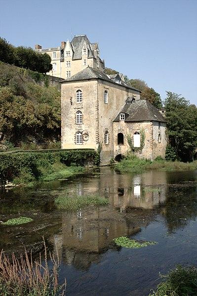 Photo du Monument Historique Moulin de Thévalles (également sur commune de Saulges) situé à Chémeré-le-Roi