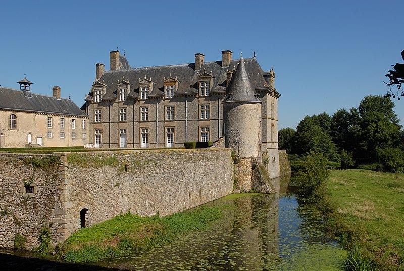 Photo du Monument Historique Château de Montecler situé à Châtres-la-Forêt
