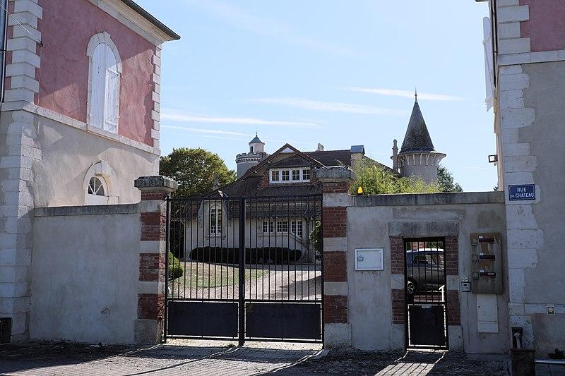 Photo du Monument Historique Château Colin situé à Belleau