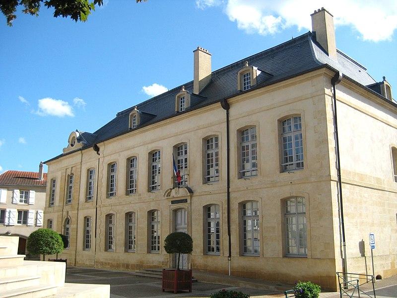 Photo du Monument Historique Hôtel de ville situé à Briey
