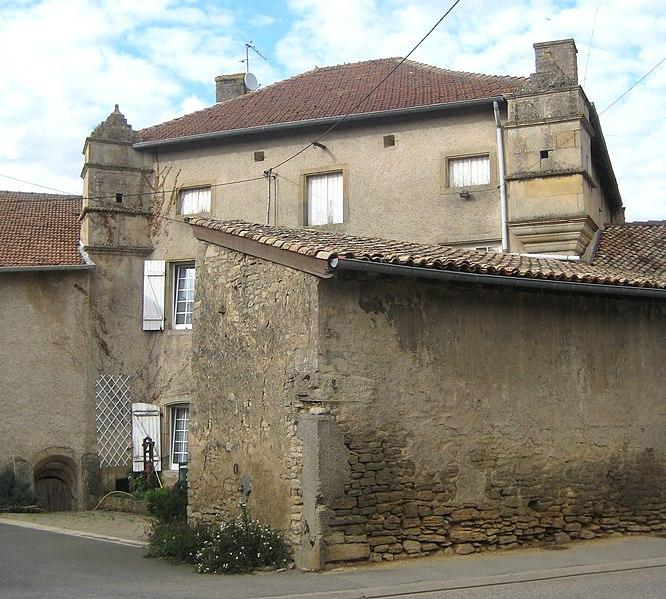 Photo du Monument Historique Ancienne maison forte situé à Hatrize