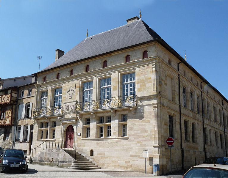 Photo du Monument Historique Hôtel de Florainville, actuellement hôtel de ville situé à Bar-le-Duc