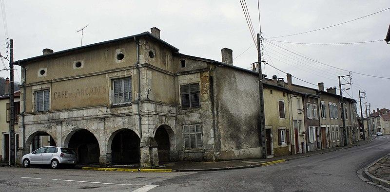 Photo du Monument Historique Immeuble dit Café des Arcades situé à Saint-Mihiel