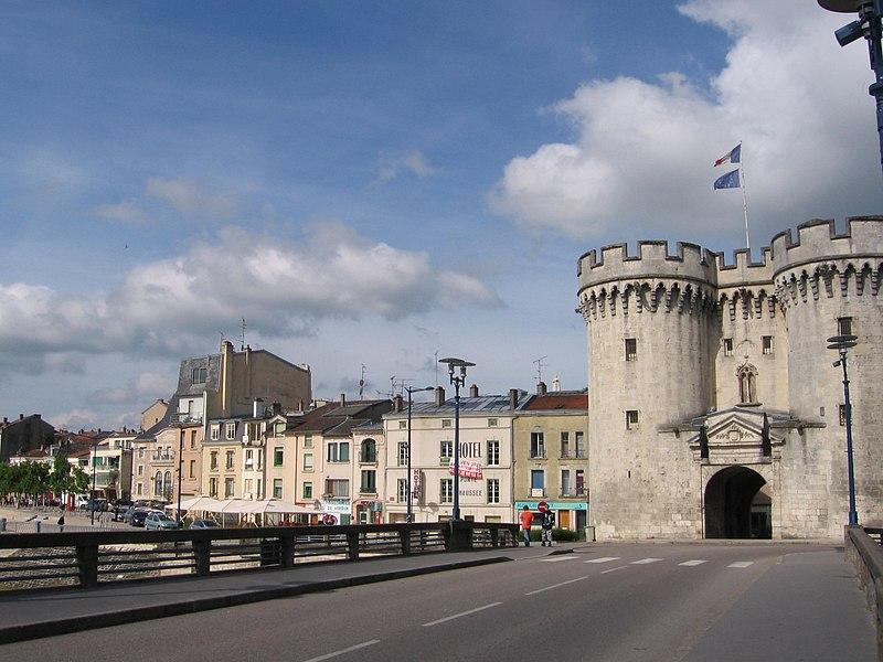Photo du Monument Historique Porte Chaussée (porte et passage entre deux tours) situé à Verdun
