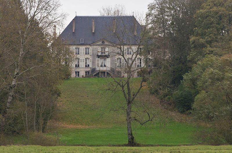 Photo du Monument Historique Domaine du château situé à Chalaines